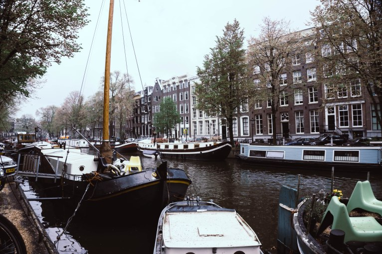 Renting an AirBnB Houseboat in Amsterdam – terminal trend